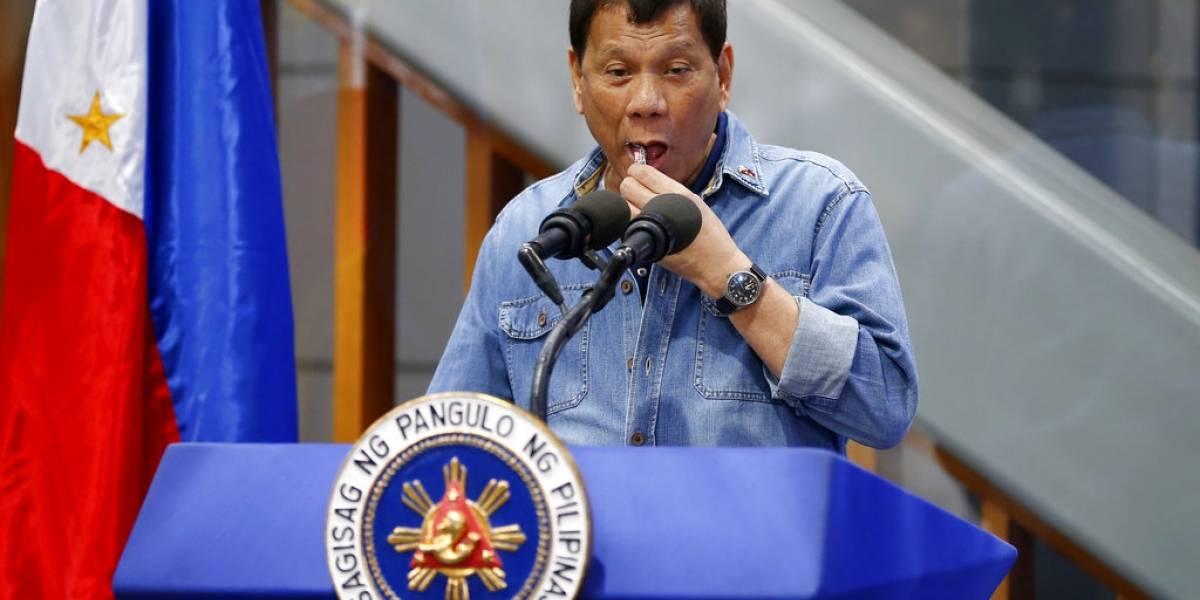 Otra de Duterte: compara los condones con comer un caramelo con envoltorio
