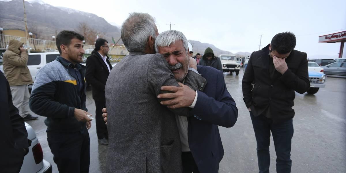Equipos de rescate encuentran avión estrellado en Irán