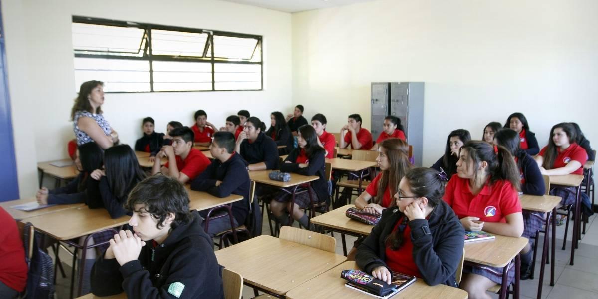 Autoridades cuestionan obligatoriedad de Ciencias Naturales y Filosofía para alumnos de enseñanza media