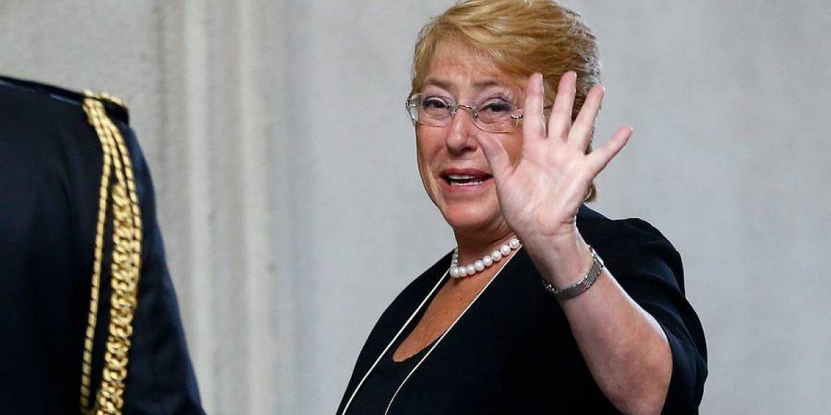 El impasse de la Presidenta Bachelet en actividad sobre textos escolares que sacó más de una carcajada en las redes