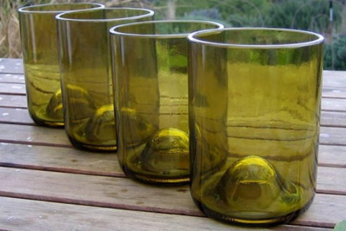 Cómo cortar una botella de vidrio con un hilo para hacer vasos ...