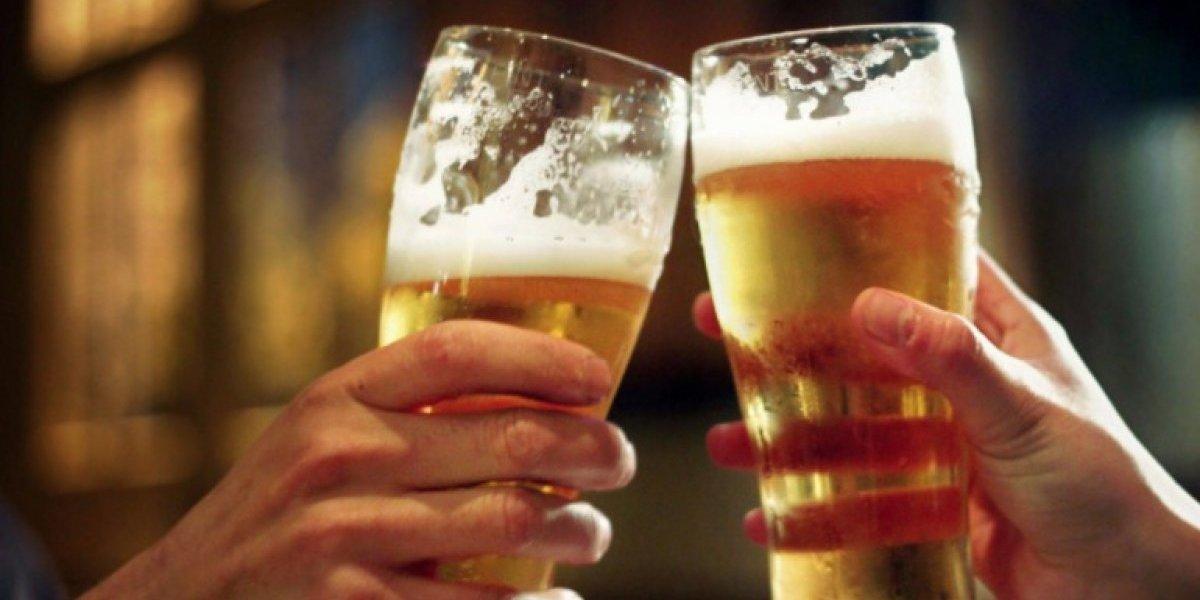 Siempre lo supe: estudio asegura que beber dos copas de vino o cerveza todos los días y tener un poco de sobrepeso te hará vivir más tiempo