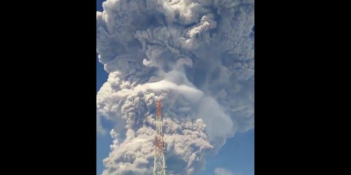 Violenta erupción de volcán Sinabung reactiva alertas por actividad del Anillo de Fuego del Pacífico
