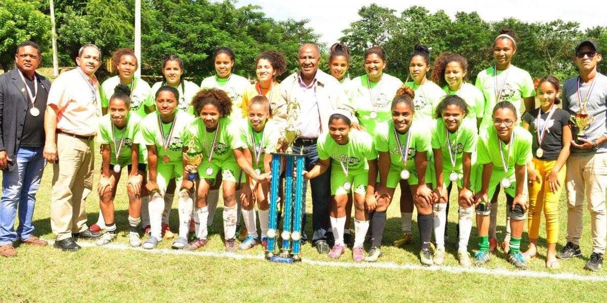 Castillo conquistó la corona de campeón de la Liga Mayor Femenina