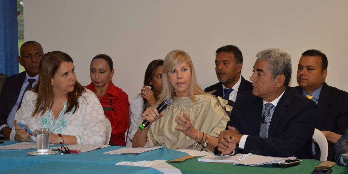 """Gobernadora del Valle denunció """"cadenas falsas"""" en su contra sobre presión electoral"""