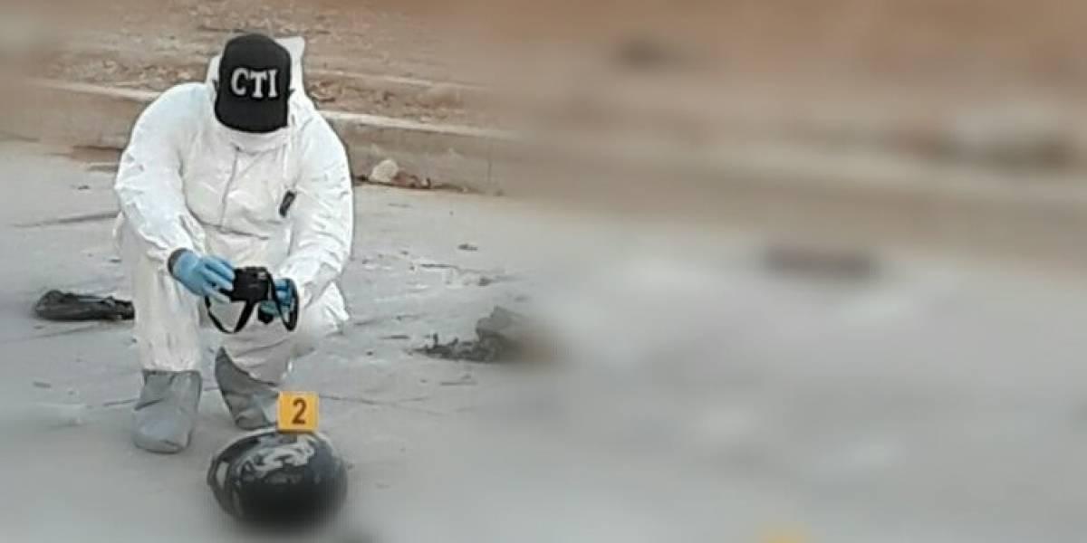 Quedó irreconocible al estallar explosivos que transportaba en su motocicleta