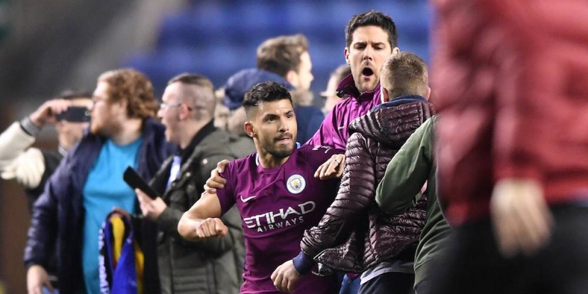 Kun Agüero golpea a fan tras eliminación del Manchester City