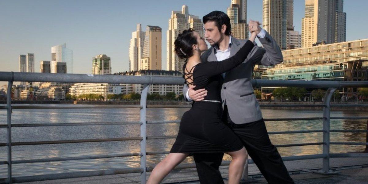"""Una noche de tango con """"Un clavel por los años dorados"""""""