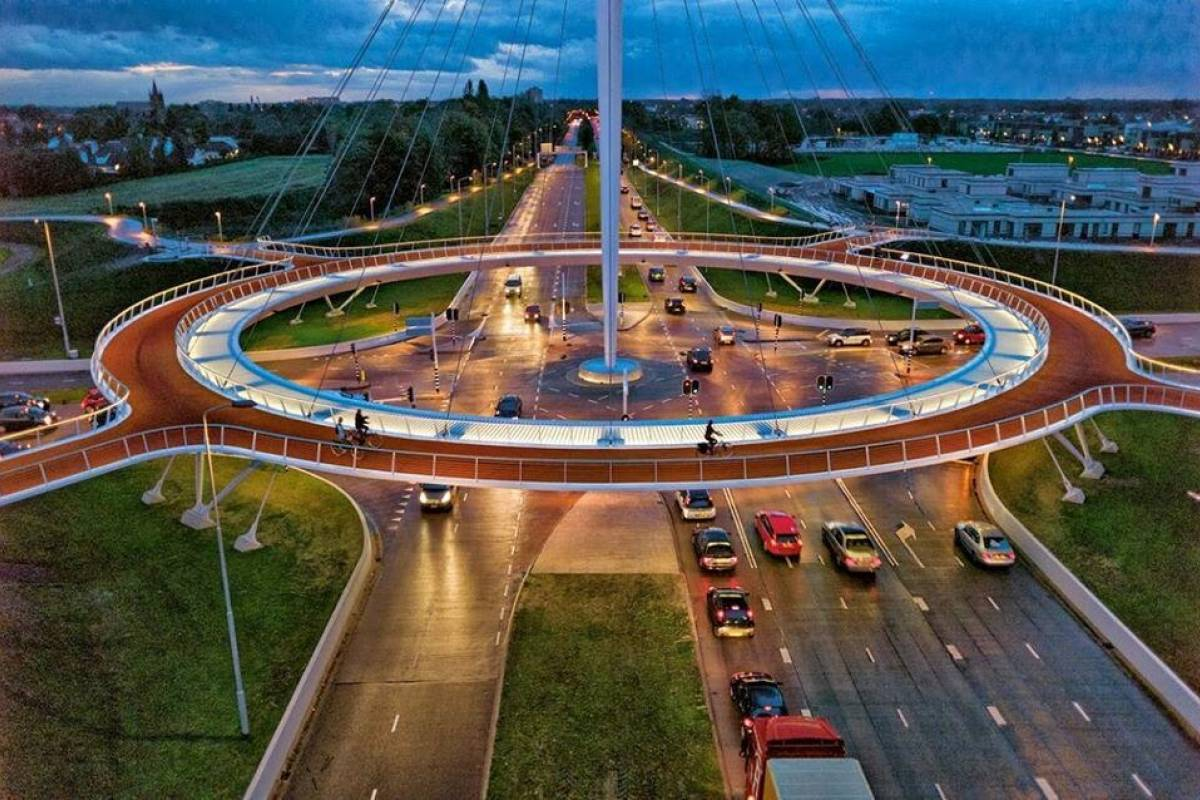Fantástica rotonda colgante para bicicletas une tres localidades en Holanda