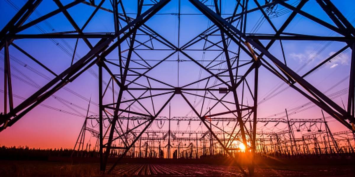 Avería en línea AEE deja sin servicio eléctrico a varios sectores en zona Metro