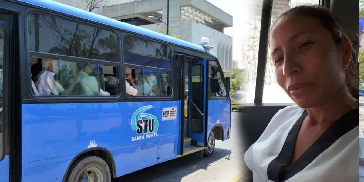 Se encontró billetera con dos millones de pesos en un bus y la devolvió