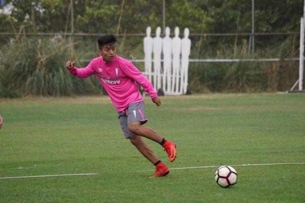 Gonzalo Jara venía entrenando con el primer equipo de la UC en San Carlos de Apoquindo / Foto: cruzados.cl