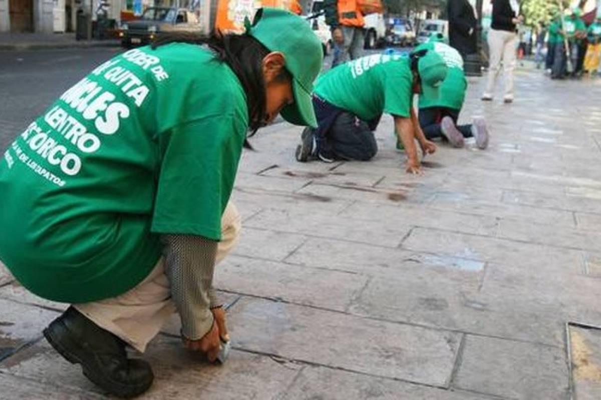 Resultado de imagen para chicles pegados en la calle