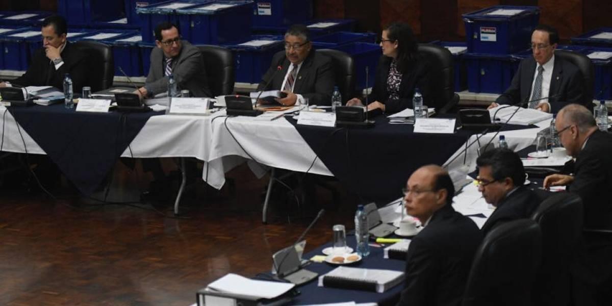 Continúa revisión de expedientes de aspirantes a fiscal general
