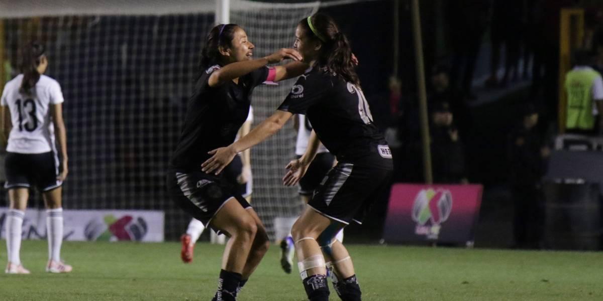 Rayadas mantienen el liderato al doblegar a Tigres en Clásico femenil