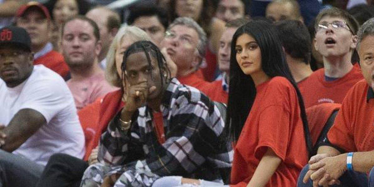 Primera foto de Kylie Jenner y Travis Scott tras convertirse en padres