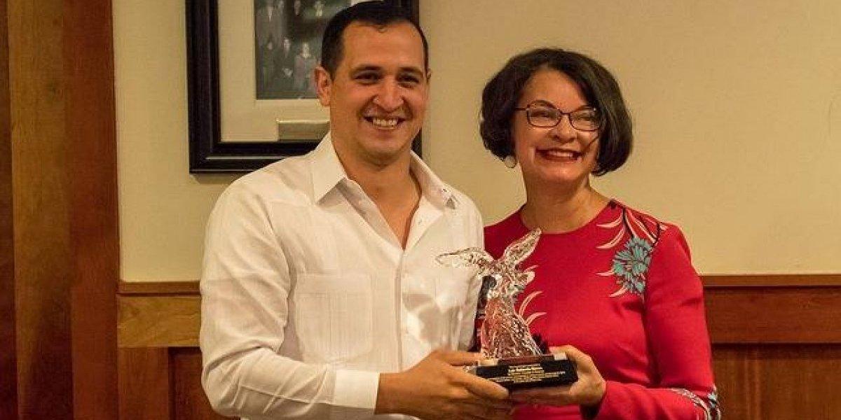 Puertorriqueño recibe galardón de organización que defiende a comunidades expropiadas