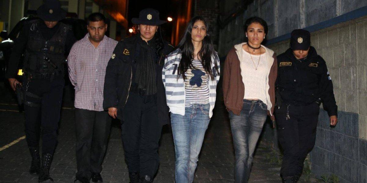 Presuntos pandilleros que trasladaban armas son detenidos en Mixco