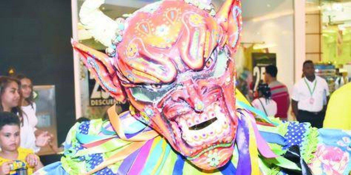 """""""La Vega es Carnaval"""" se hace palpable en una exposición llena de color y alegría en Ágora Mall"""