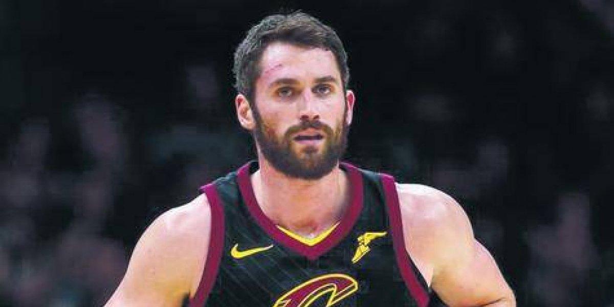 Kevin Love estima regresar a juego en en un mes con Cavaliers