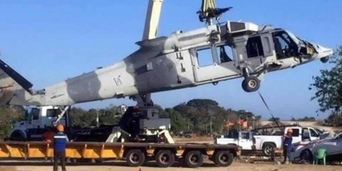 Tras cuatro días, remueven helicóptero desplomado en Jamiltepec