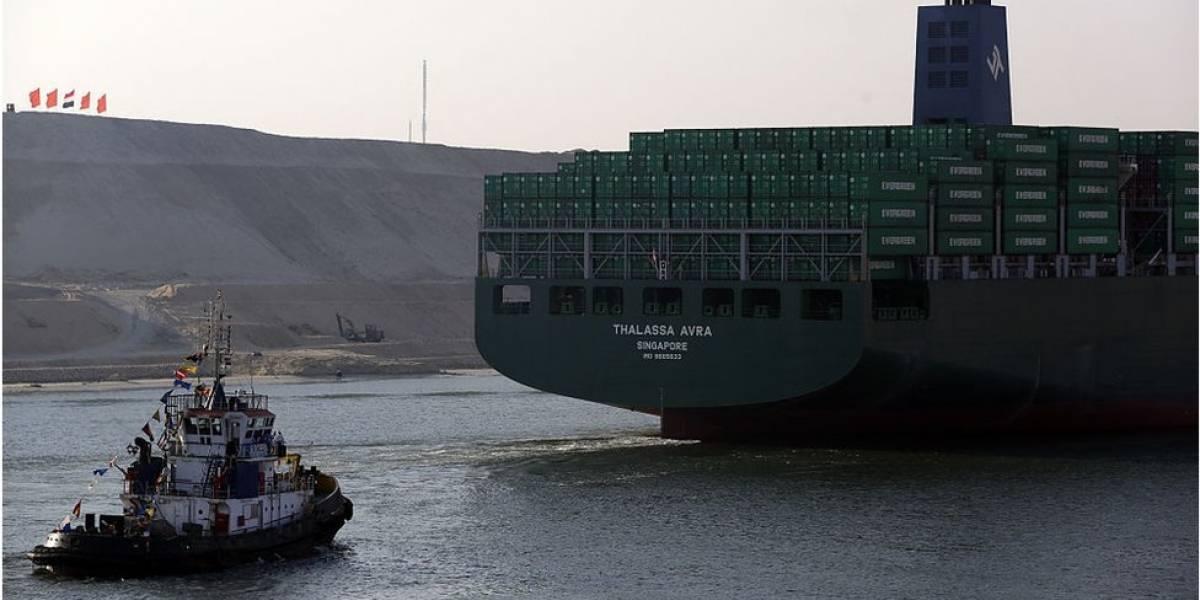 Otro barco se queda atascado en el canal de Suez