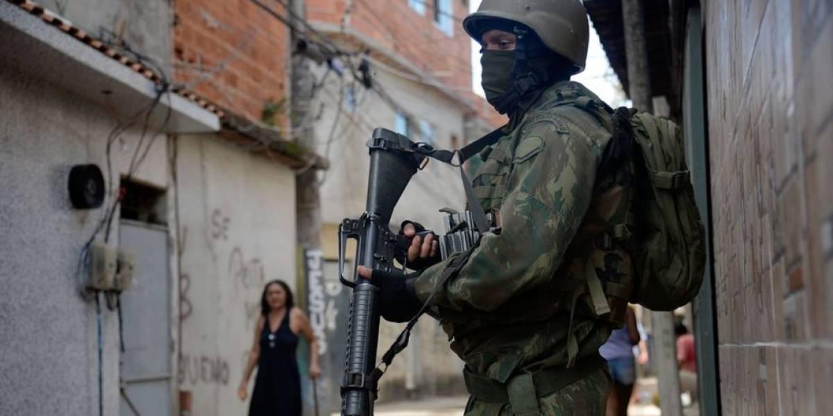 """Intervenção no Rio: Procuradoria diz que mandado coletivo pressupõe que moradores de bairros pobres são """"naturalmente perigosos"""""""