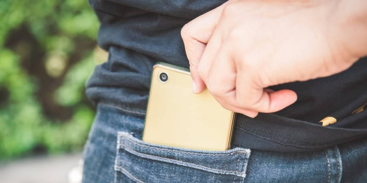 Como celulares roubados são desbloqueados e vendidos em 'feiras do rolo' no Facebook