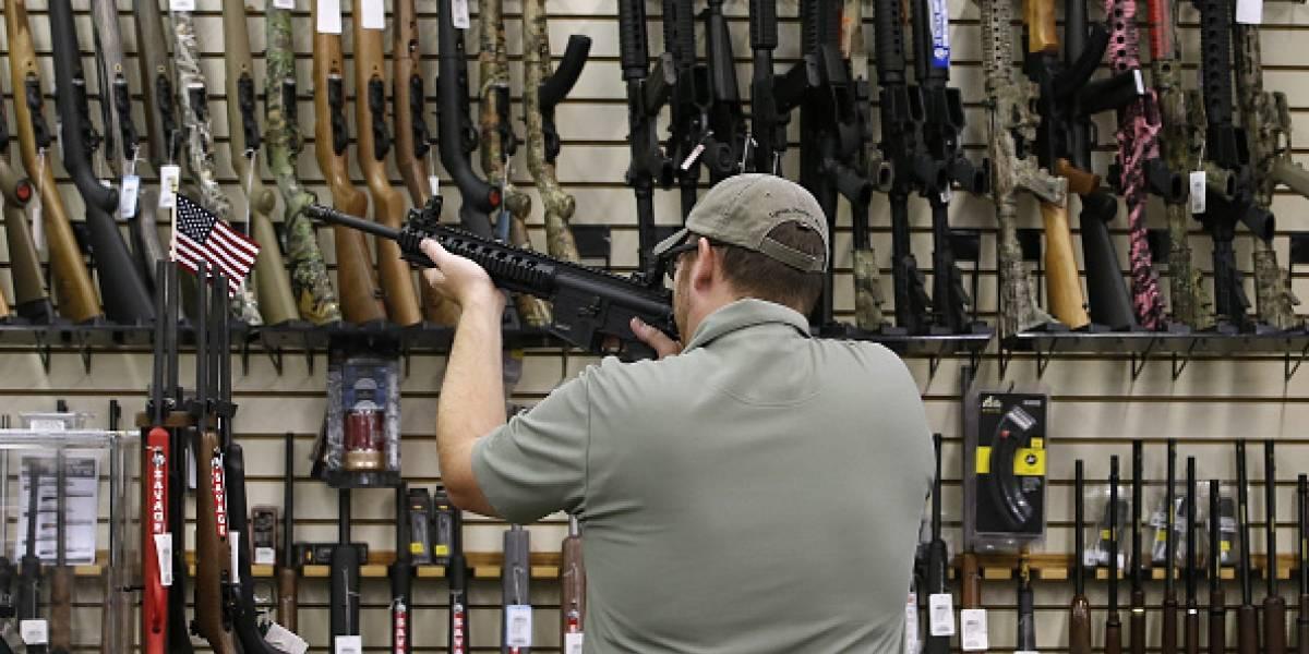 La cantidad de estadounidenses que apoyan mayor control de armas marca récord, según encuesta