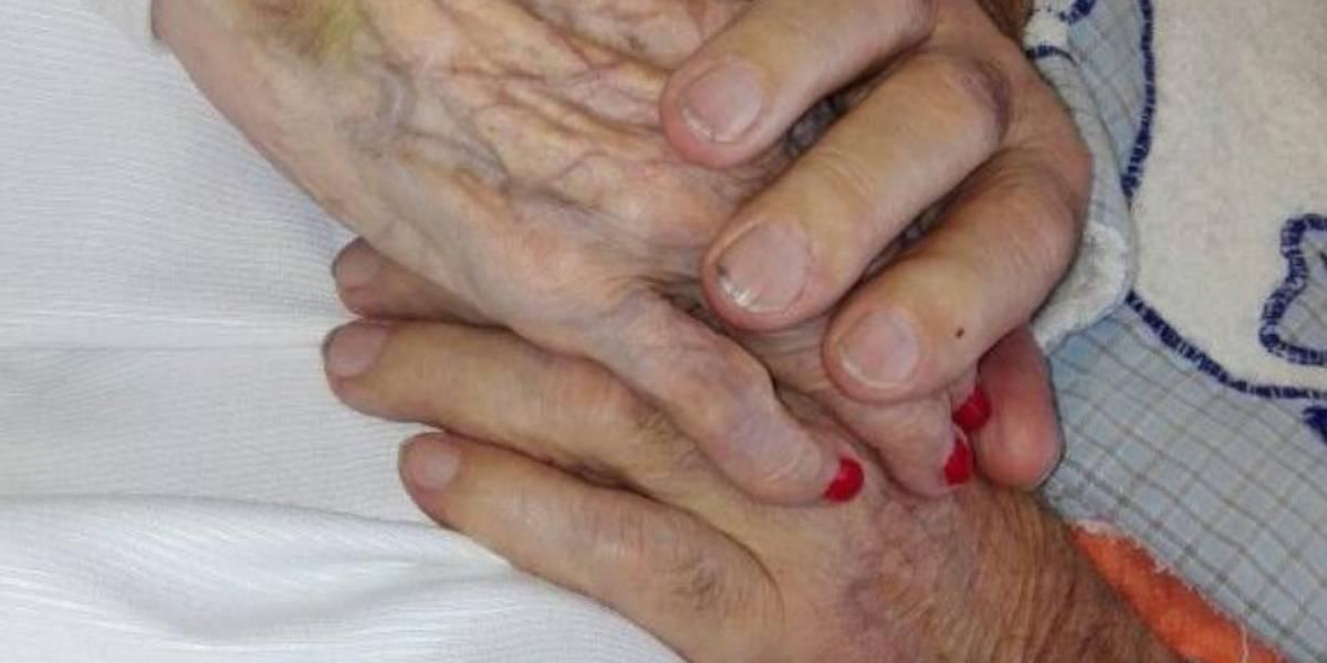 """""""Estoy con el alma hecha pedazos"""": el dramático pedido de ayuda de un anciano de 92 años para que no lo separen de su esposa"""