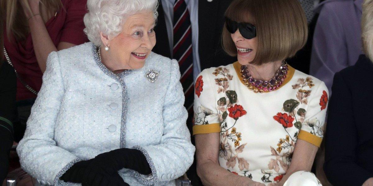 Reina Isabel II asiste por primera vez a la Semana de la Moda