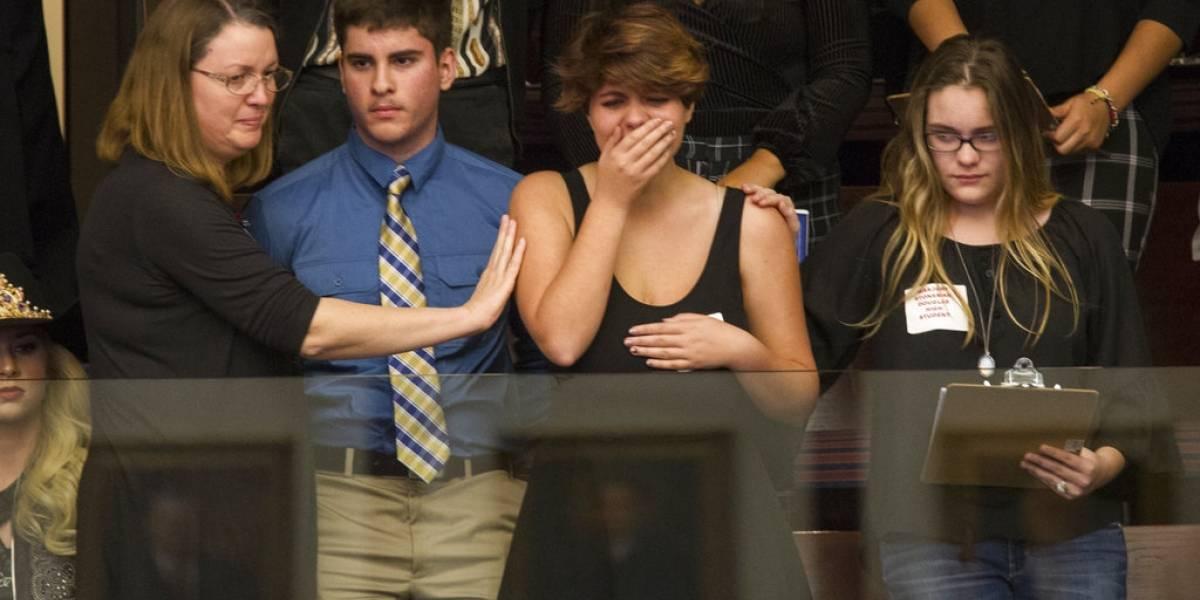 Sobrevivientes de tiroteo en Florida hablan con legisladores