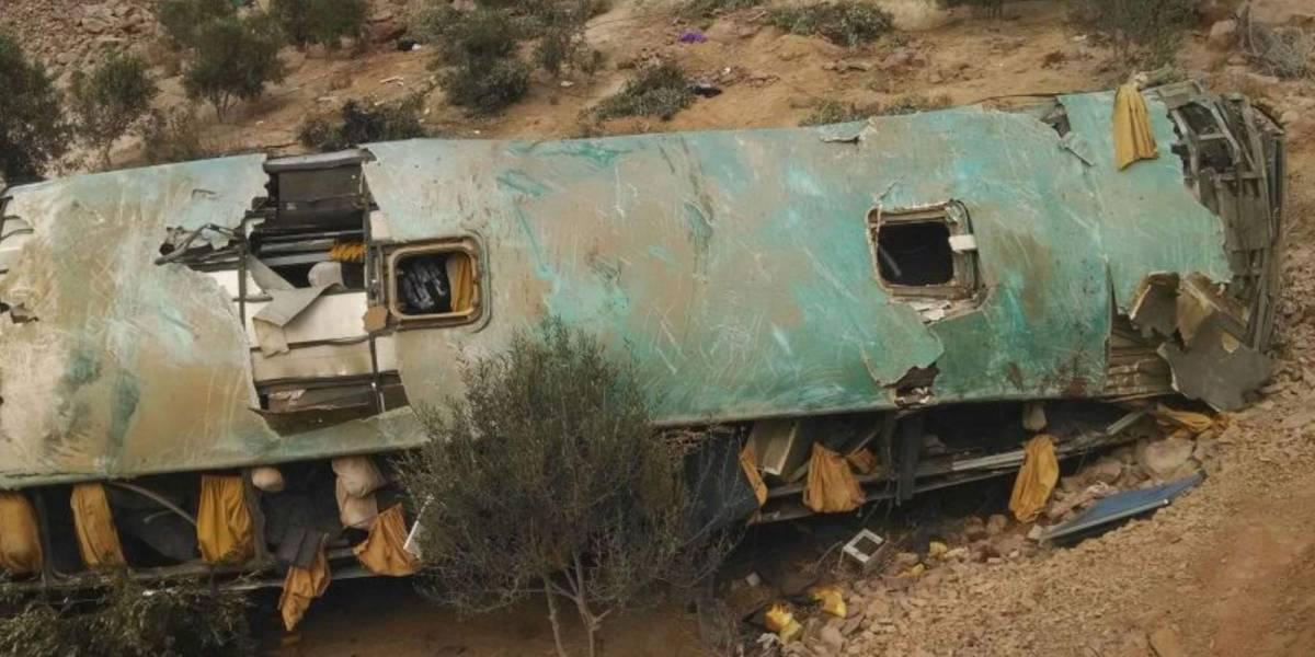 Aumenta a 44 número de muertos tras la caída de autobús a un abismo en Perú