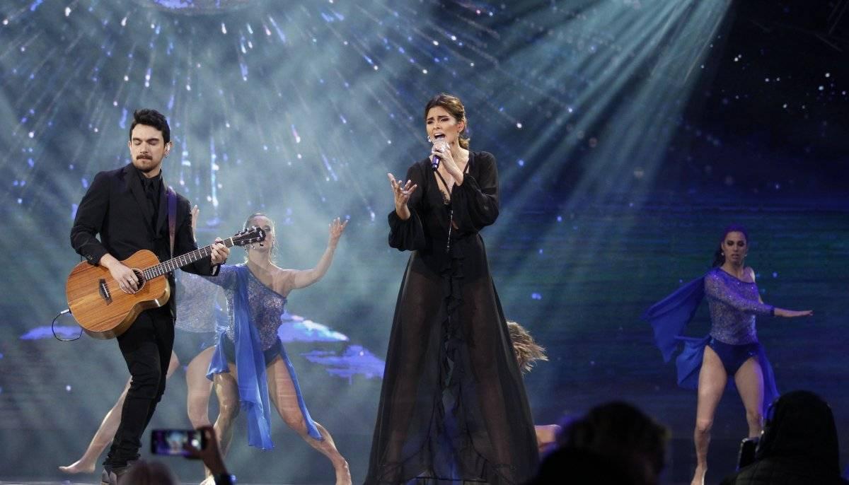 GabiGar, la representante chilena, derrochó elegancia... simplemente espectacular. Después de De Moras, la mujer mejor vestida de la noche AgenciaUno