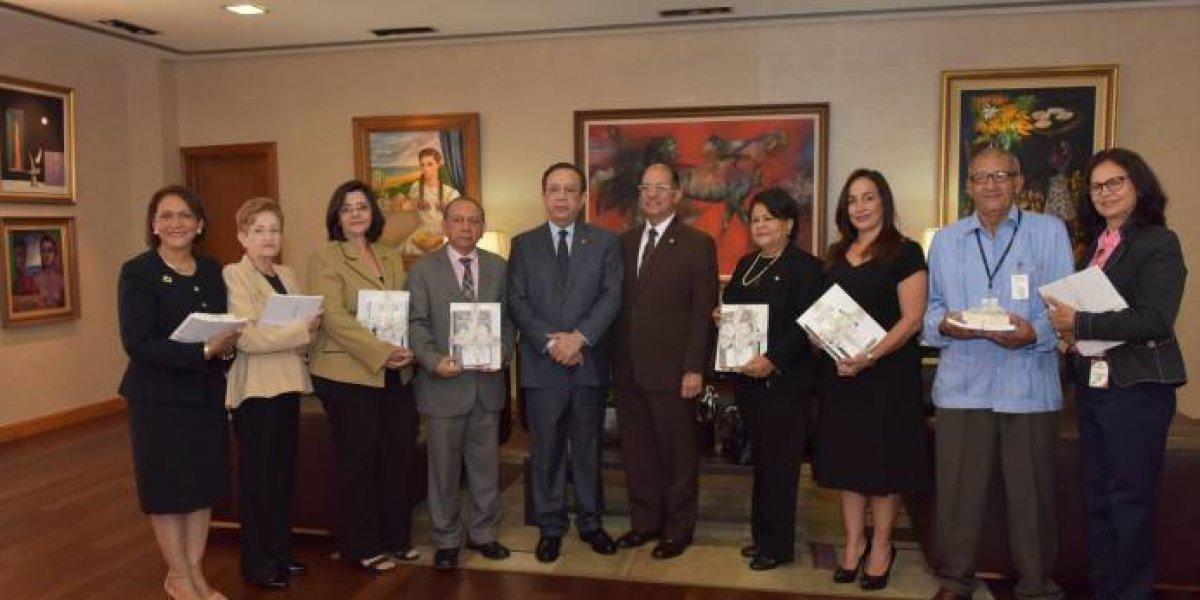 Banco Central dona libros de colección artística