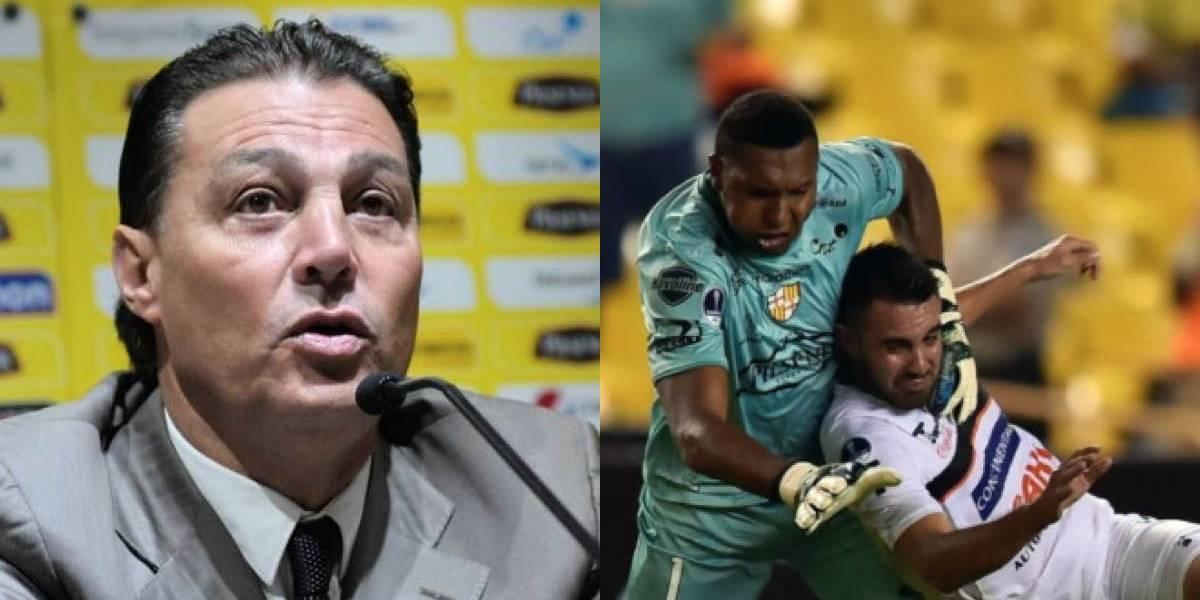 Alfaro Moreno felicitó a Máximo Banguera tras su expulsión en la Copa Sudamericana