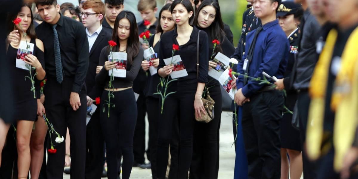Estudiantes estadounidenses presionan por mayor control en venta de armas
