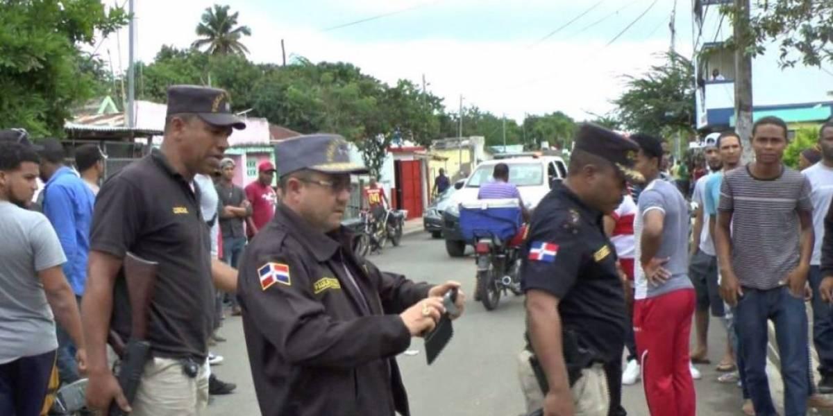 Multitud casi lincha a dos haitianos acusados de violar a una menor de edad en Cotuí