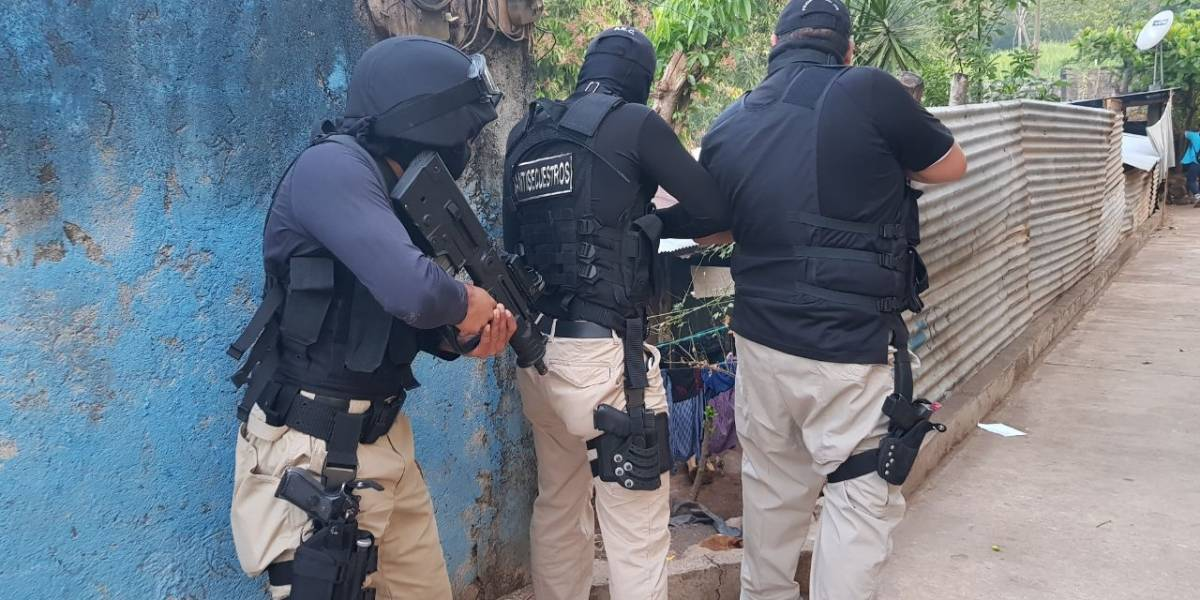 Dos detenidos durante operativo del Comando Antisecuestros en Santa Rosa