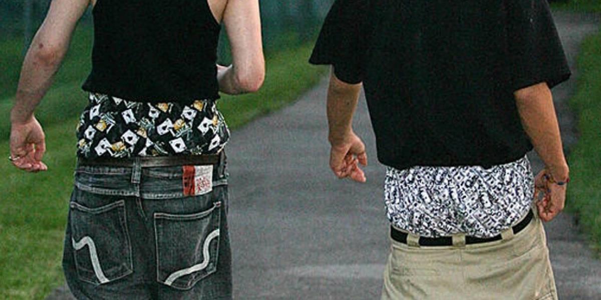Proponen multa a personas que usen pantalones a mitad de los glúteos