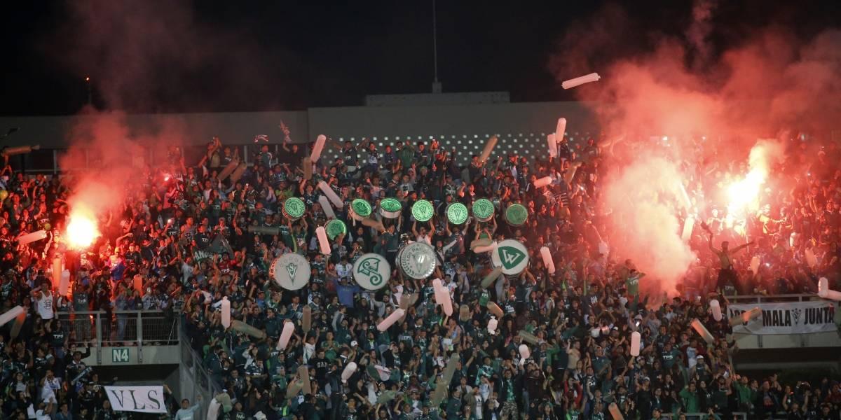 A Wanderers le llueve sobre mojado: Conmebol confirmó multa por fuegos artificiales en la Libertadores