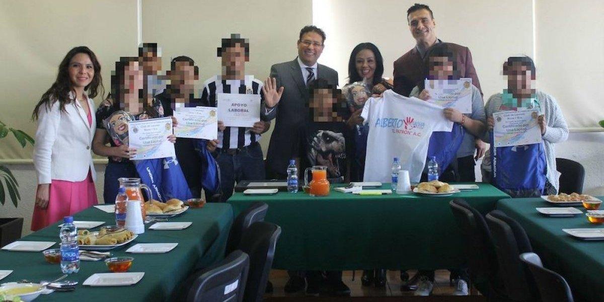 Alberto El Patrón y Jackie Nava entregan apoyo a niños afectados por sismo del 19s