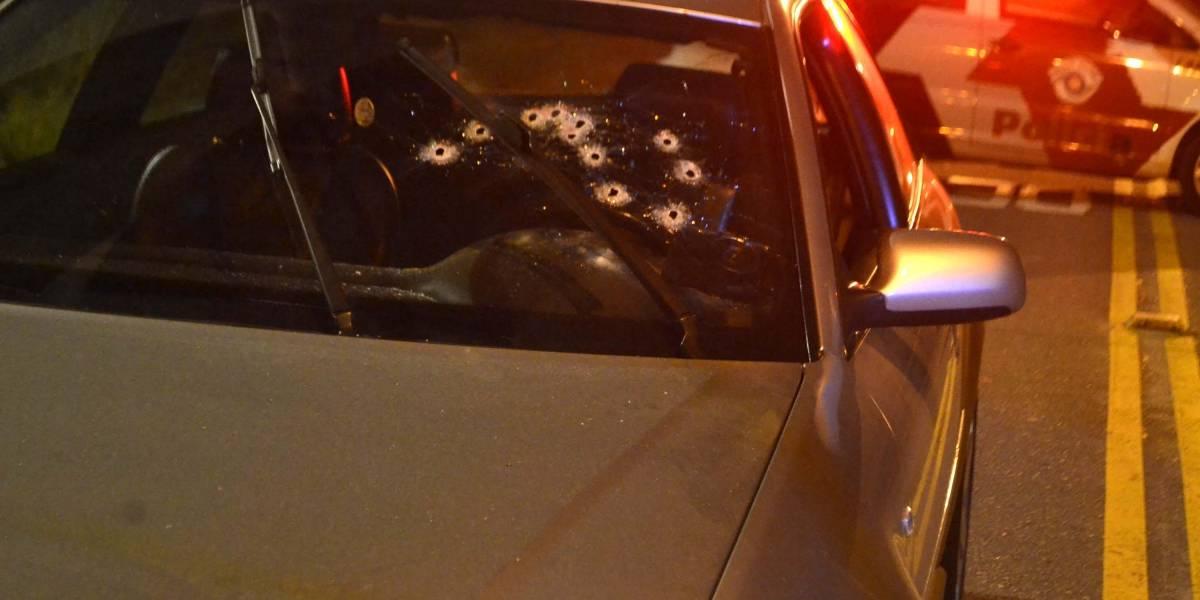 No Morumbi, carro de empresário é atingido por ao menos 16 tiros