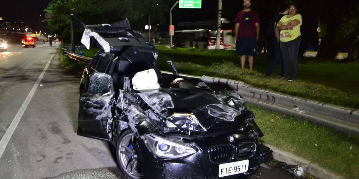 Motorista de BMW provoca acidente e capotamentos na marginal; suspeita é de racha
