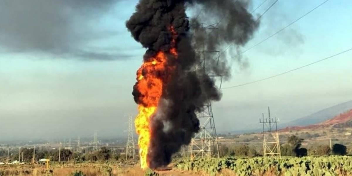 Toma clandestina provoca fuerte incendio en Axapusco, Edomex