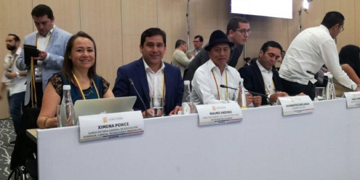 Colombia y Ecuador acuerdan becas para estudiantes