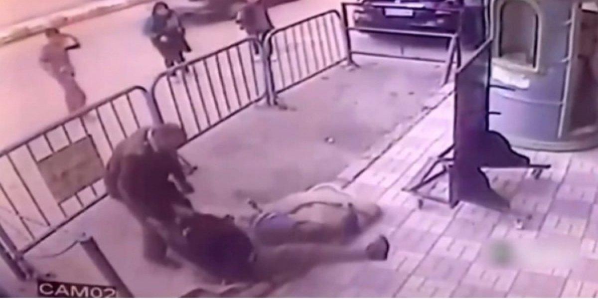 Un policía atrapó a un niño que cayó de un tercer piso