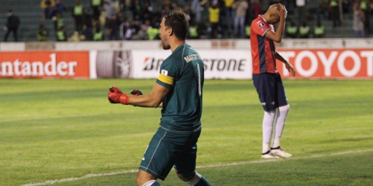 El primer rival de la U en la Libertadores sufre por millonaria deuda con su arquero héroe