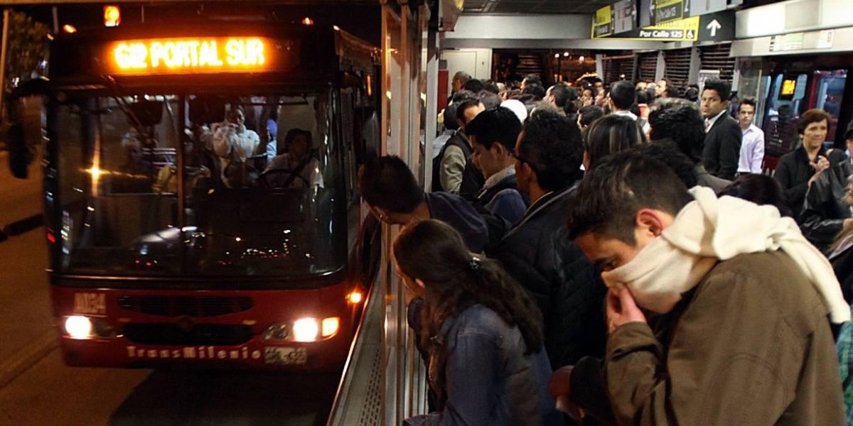 Video: Tras caos por accidente en la calle 26 ladrones aprovecharon y asaltaron a pasajeros de TransMilenio