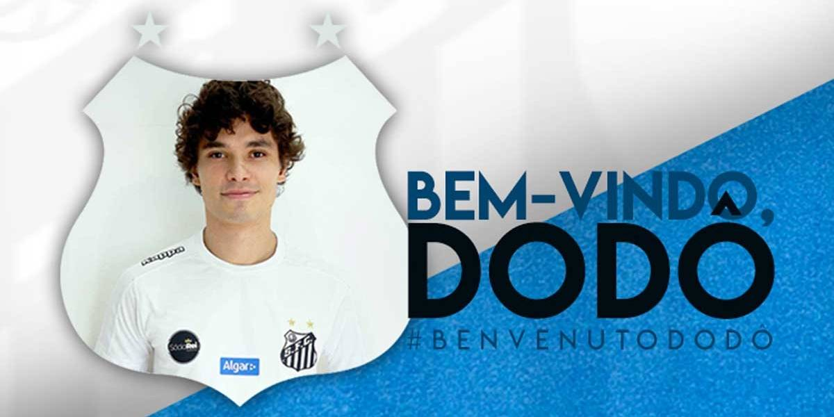 Santos oficializa a contratação do lateral-esquerdo Dodô